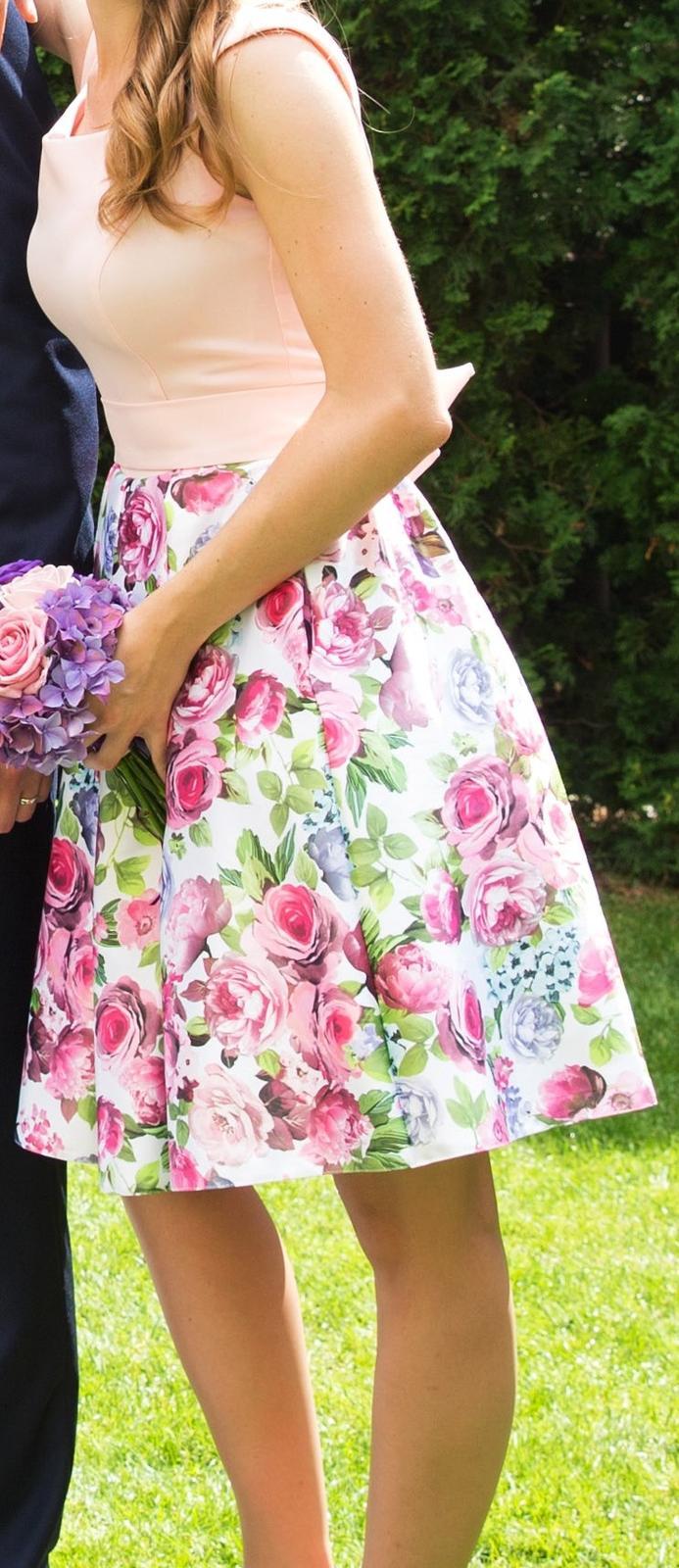 Světle růžové šaty s květy - Obrázek č. 1