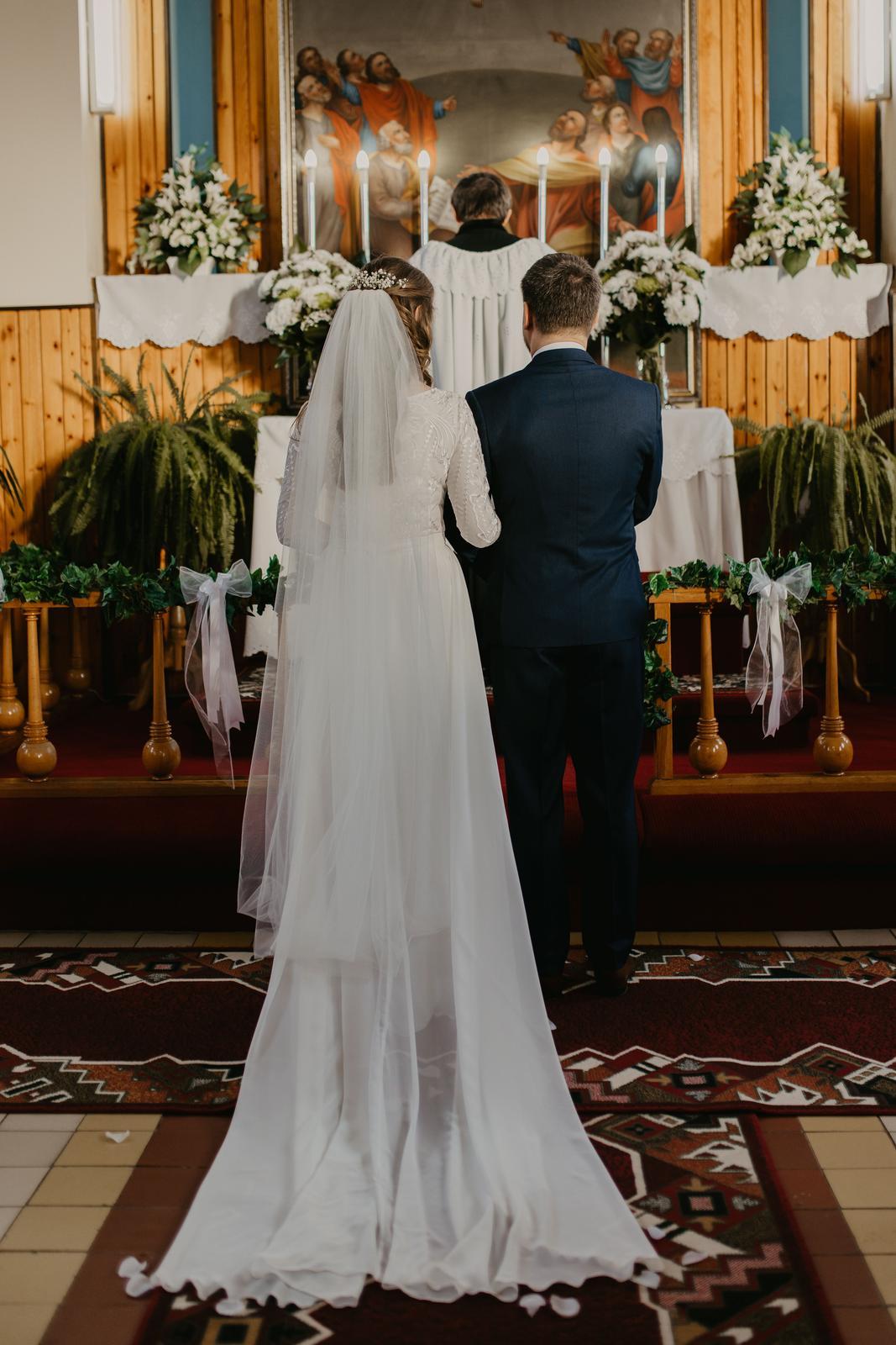Padavé svadobné šaty s vlečkou - Obrázok č. 2