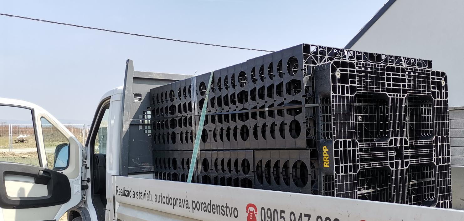 Spodná stavba - Ekodren drenbloky pre vsakovací systém. Nikto neverí, že to bude fungovať pri našich vysoko nepriepustných íloch...