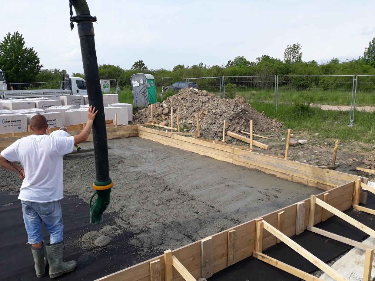 Spodná stavba - Ochranný betón (3cm) na hydroizoláciu.