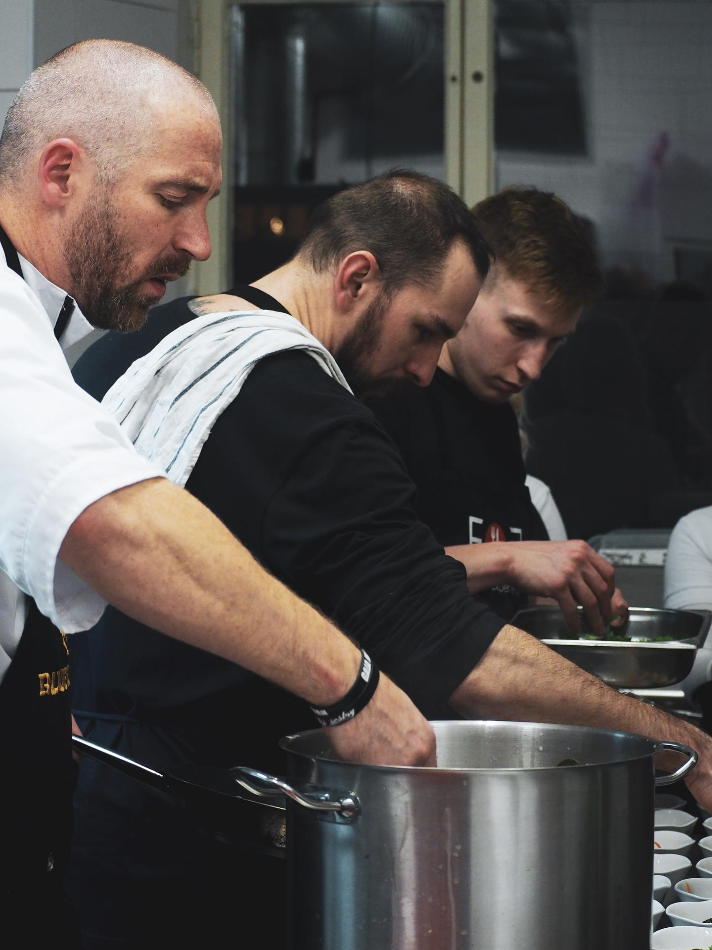 Jídlo je vášeň, jídlo je zážitek, jídlo a zážitek jsme my.. Eat and Experience catering.. račte prosím vstoupit do světa profesionální gastronomie.. - Obrázek č. 1