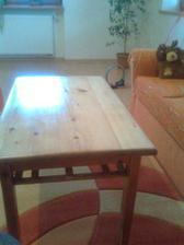 vyhodeny zreparovany stolik :-)