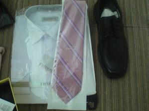Tak to dopadá když chla nakupuje,,kravata barevně nesedí :-(