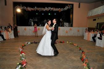 mladomenzelsky tanec...Tri oriesky ...