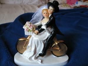 Nase postavicky na tortu:) Nase 1.rande sa odohralo na bicykli a moj drahy je biker, tak som happy ako blcha, ze som taketo postavicky nasla :)