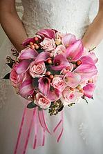 kombinacia kvetov ruža kala