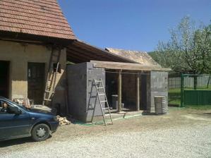Bez garáže by sa ocinko nezaobišiel :)