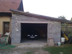 """Tak garáž""""skoro""""hotová ešte detaily ako brána atď."""