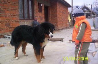 Veľký a malý kamarát....Rony a Dominka:)