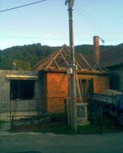Stará strecha dolu