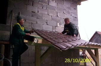 Ocko a majster od strechy(inak tento dedko mal 75rokov a po strešných latách behal jak mládenec)