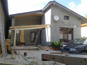 Vidíte dobre sklon terasy tróóóóšku nepasuje so sklonom strechy domu ale majstra dirigoval ocko tak to tak aj dopadlo :(
