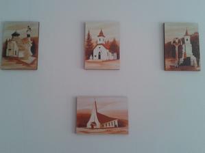 Obrázky  našej dedinky :) visia v obývačke na komínovej stene