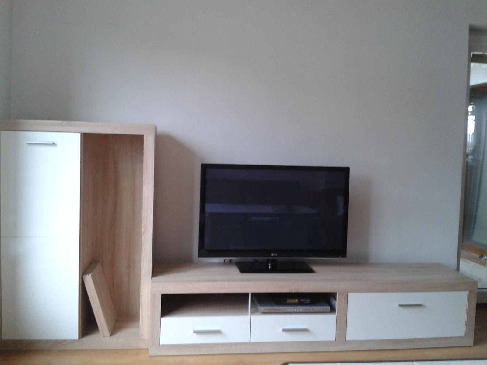 Náš domčúrik :) - ....prišiel rad aj na novú obývačku :)