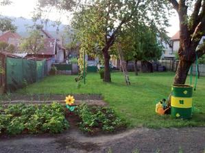 Zo záhrady do dvora