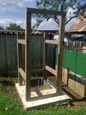 Možno raz bude aj nová-záhradná kadibudka :)