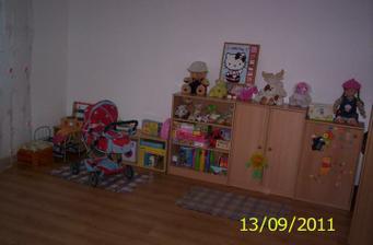 Konečne má dosť miesta na svoje hračky :)