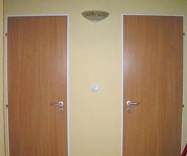 lampa a nove dvere, stena zlta vanilka