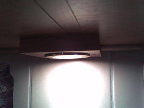 Prerabame kuchynu - tak toto sa mi najviac paci, bodove osvetlenie pod linkou osadene v dosticke:)