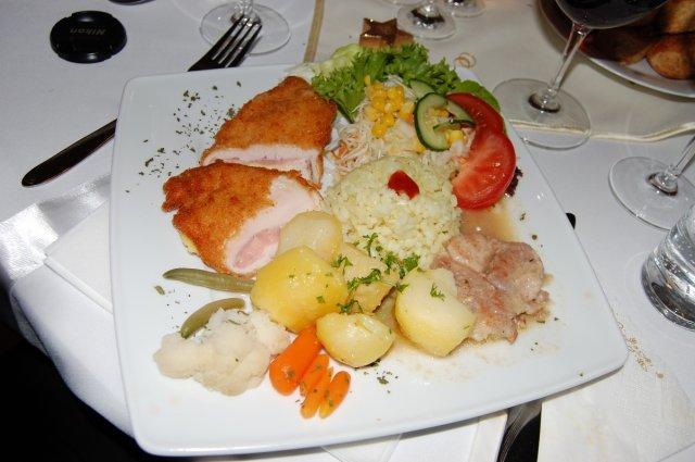 Zuzka{{_AND_}}Petrík - hlavne jedlo