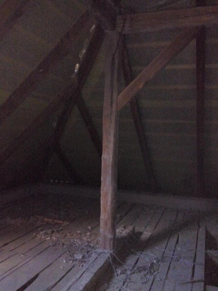 Dalsi level - zo stareho skoro nove - nase krasne podkrovie, kde (dufajme) budu 2 izby plus mala kupelka