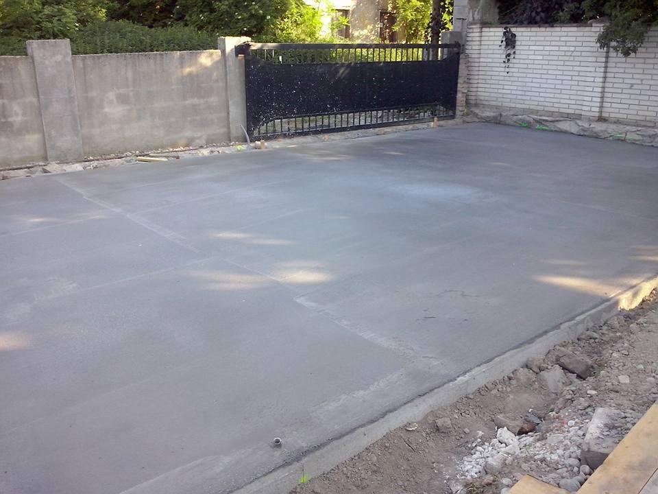 Dalsi level - zo stareho skoro nove - beton pod parkovaci pristresok