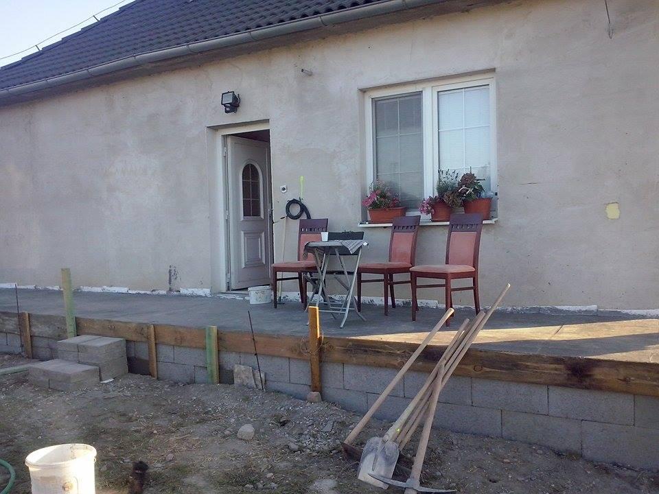 Dalsi level - zo stareho skoro nove - veranda, cigosi maju posedenie :)