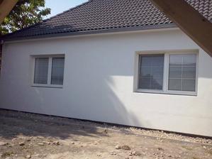 Zateplena predna stena a spraveny okapovy chodnik