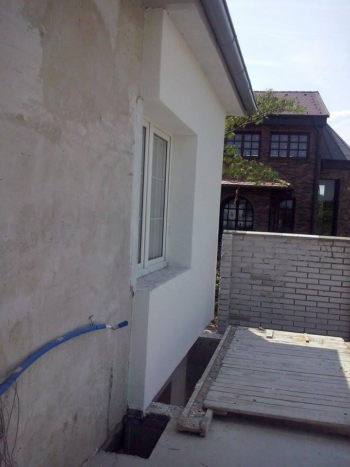 Dalsi level - zo stareho skoro nove - aj zadna stena ciastocne zateplena, terasa bude prekryta, tak dalsie zateplenie bude az po vybudovani strechy