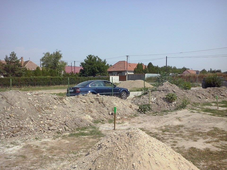 Dalsi level - zo stareho skoro nove - kopy a kopy vykopanej hliny