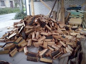 doviezi nam drevo do krbu