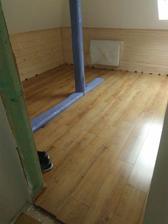 podlahy v detskych izbach v podkrovi..