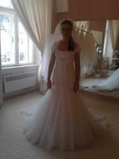 Niečo zo skúšania svadobných šiat ....