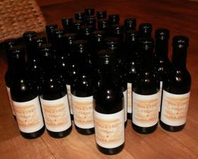 předpřipravená svatební vína - zatím bez mašle