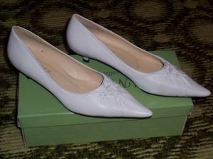 ...tak tohle jsou moje sv.botičky...byl velký problém sehnat nějaké uzavřené a ještě bílé...