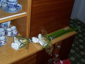 ...kytky pro maminky ve skutečnosti...s vázáním jsem byla max. spokojená...
