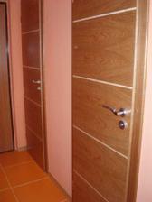 dveře do koupelny a na záchod