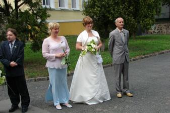 Svědci a nevěsta s tatínkem