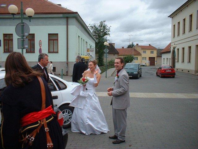Jana Konečná{{_AND_}}Antonín Klimeš - Vítání na náměstí před radnicí