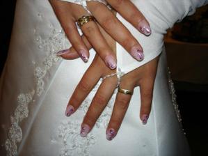 Nehtíky a prstýnky (všechny jsem dostala od mého manžela - k 18. narozeninám, zásnubní a snubní).