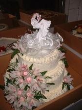Náš svatební dortík! Ještě že jsem ho stihla vyfotit hned, jak jsme si ho vyzvedli, protože se nám lehce roztekl... :-)