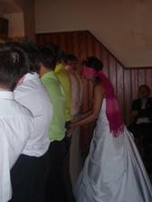 Který je ten můj?! Super svatební hra.