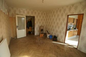 obývačka - tetula pred nami mala asi 4 vrstvy tapety
