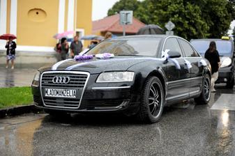 naše krásne svadobné zmoknuté autíčko :)