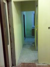 fotené zo šatníky (kumbálu alebo ako to nazvať) chodbička do kuchyni, v pravo sú dvere do kúpelni
