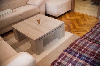 a takýto stolík máme v obývačke....