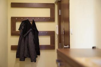 takto vyzerá vešiak na kabáty na chodbe :)