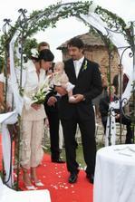 tak na tohle nemám postavu, ale je to zatím nejhezčí svatební ohoz ... pravda, na zimu nepoužitelný, možná s kozačkama
