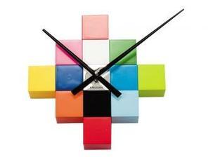 farebne nastenne hodiny