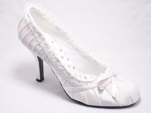 miluju mašličky:-) tyhle botky se mi moc líbí, ale kde je sehnat??